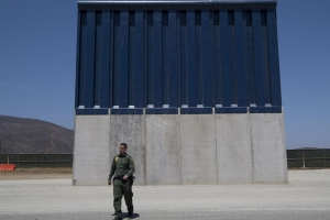 Pentagon awards $646 mln contract for border wall in Arizona