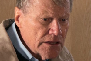 Corrie hints at Roy secret after ring mystery