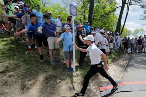 McIlroy, friend to bugs everywhere, rescues insect at PGA Championship