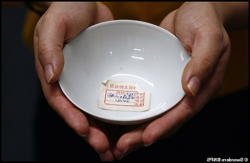 Tiny 300-year-old Chinese tea bowl bought for £20 by a British traveller in the 1980s sells for a whopping £40,000 at auction