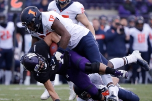Illinois DL Bobby Roundtree suffers 'severe' spinal injury in swimming accident