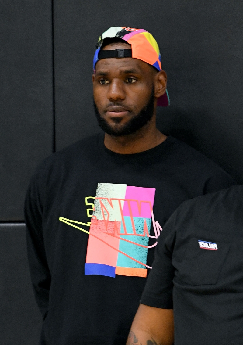 LeBron James shows up for Frank Vogel's first press conference as Lakers coach