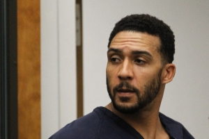 Rape trial begins for ex-NFL player Kellen Winslow Jr