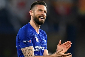 BREAKING NEWS: Giroud extends Chelsea contract
