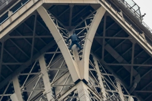 Eiffel Tower climber 'admitted to psychiatric unit'