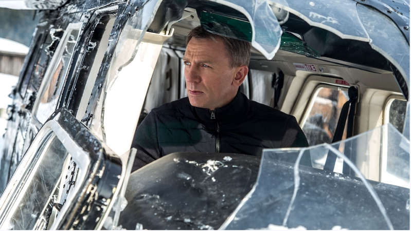 Daniel Craig to Undergo Ankle Surgery From James Bond Production Injury
