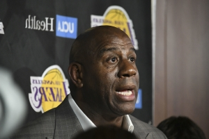Dwyane Wade defends Magic Johnson over criticism of Lakers GM