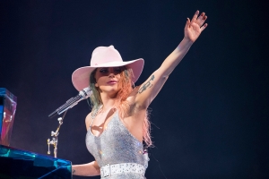 Lady Gaga to Play Intimate Apollo Theater Show