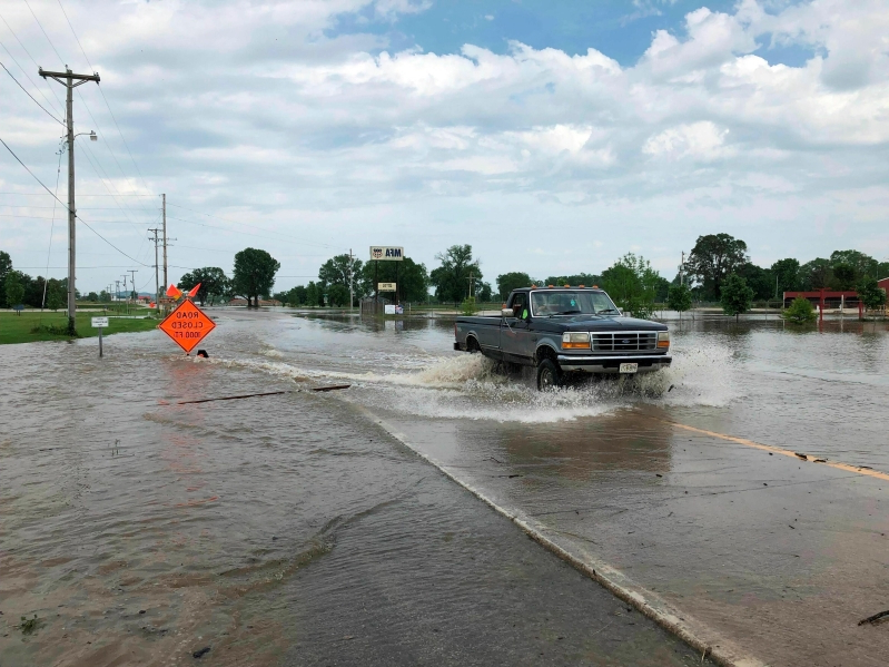 acd0b78d4 US: Bodies in submerged Missouri vehicle bring storm toll to 9 ...
