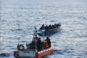 US: Miami Coast Guard crew intercepts 50 Haitian migrants who were on a makeshift boat ...