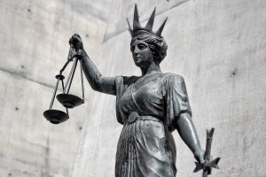 Woman testifies as multiple personalities in Australia-first case