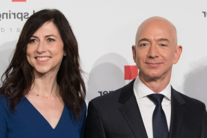 World: Britain's youngest billionaire is giving away his fortune
