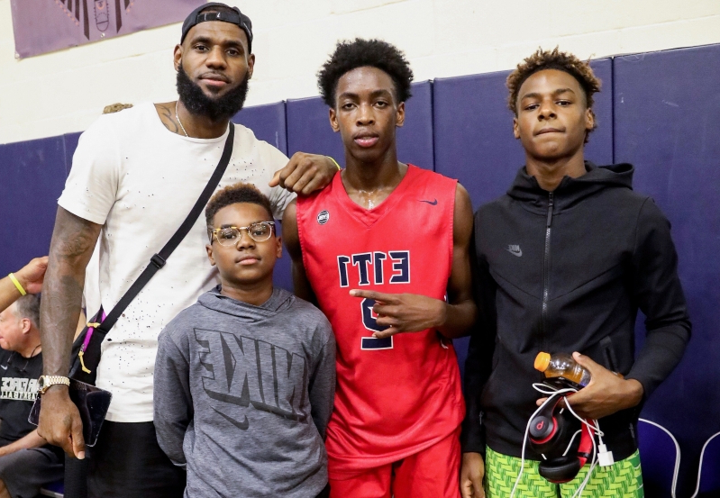 Sport: Report: Sons of LeBron James, Dwyane Wade to team up