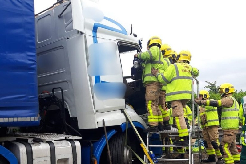 Ireland: Truck driver trapped and bus passengers injured in