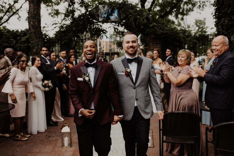 34 Beautiful LGBTQ Wedding Photos That Are Overflowing With Love