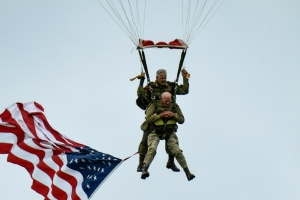 97-year-old WWII veteran parachutes to mark D-Day anniversary
