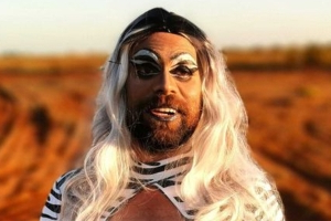 Miners don drag to break down Pilbara's blokey culture and start talking about mental health