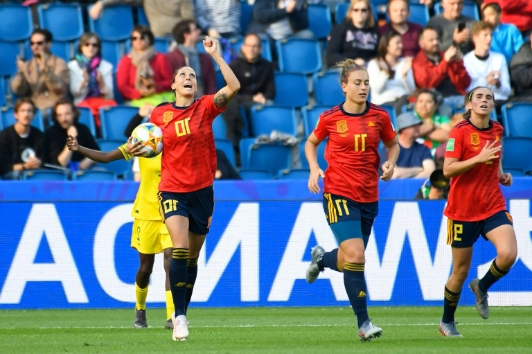 Hermoso penalties help Spain avoid South Africa upset