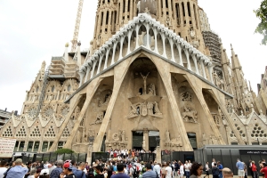 Spain: Unfinished Gaudí church gets permit after 137 years