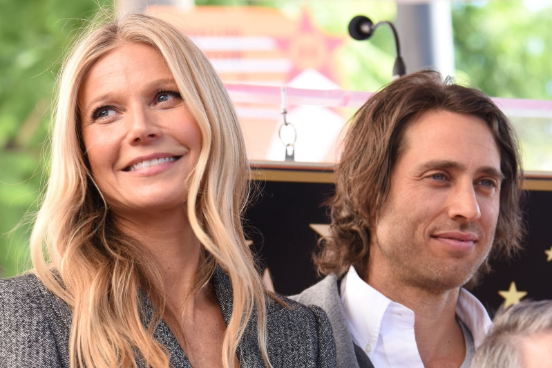 Year Of Living Irrelevantly Looking >> Entertainment Gwyneth Paltrow Defends Unorthodox Living Situation