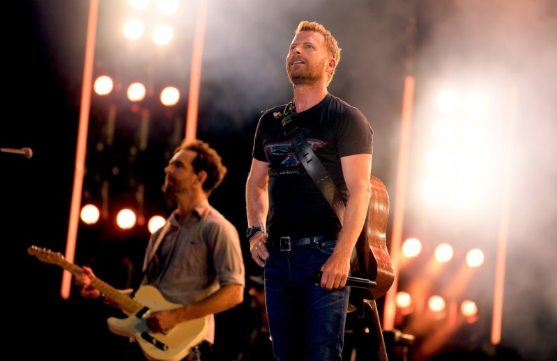 Dierks Bentley Dedicates Song to Granger Smith After Death of Son, 3