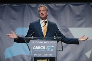Even Mayor Bill de Blasio is way ahead of Trump in New York presidential poll