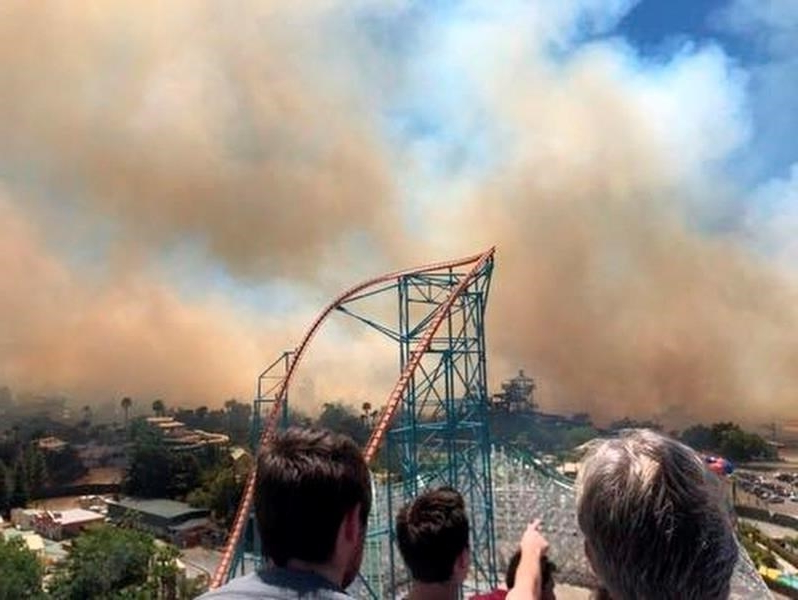 Travel: Wildfire prompts evacuation at California Six Flags park