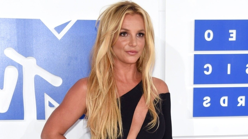Britney Spears Accuses Paparazzi of Doctoring Photos to Make Her Look '40 Pounds Bigger'