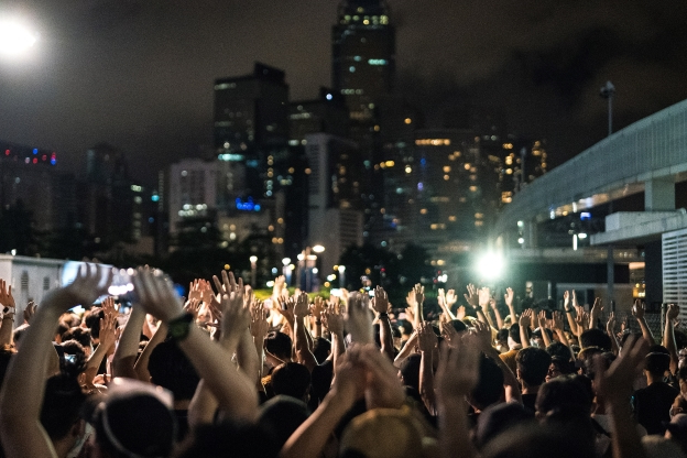 Hong Kong police use tear gas against protesters trying to storm parliament