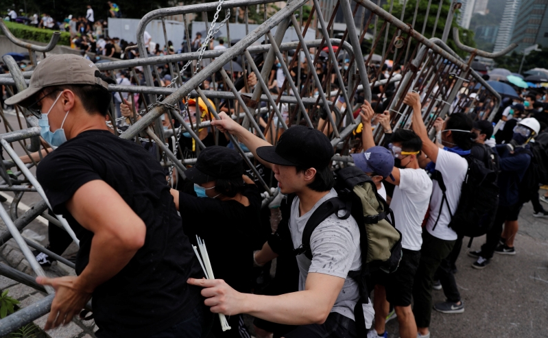 Thousands of Protesters Block Hong Kong Roads Over China Extradition Bill