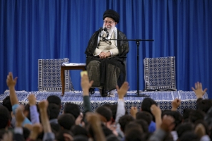 Iranian leader tells Japan's Abe he has no reply to message from Trump