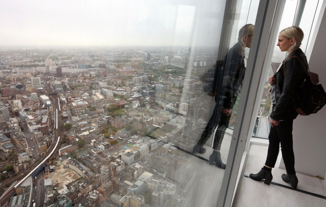 Protective layer on The Ledge at Chicago's Willis Tower cracks as visitors stand on it