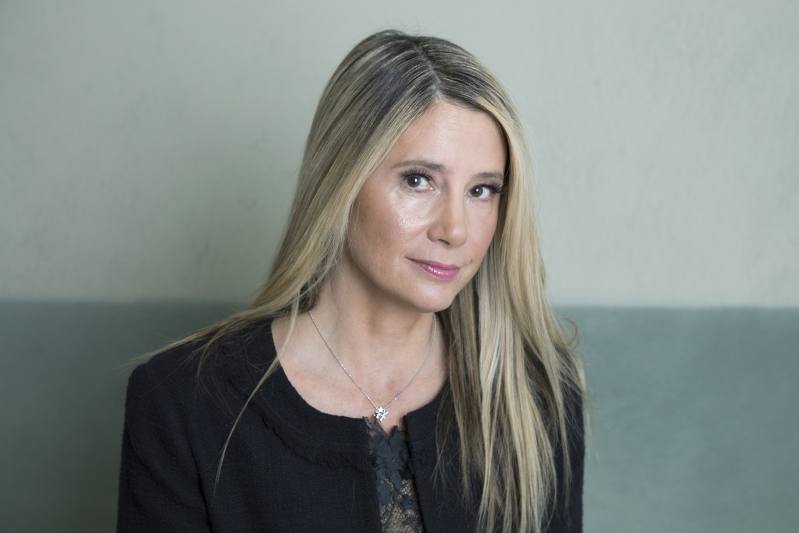 Tearful Mira Sorvino says 'I was date-raped,' advocates for statute of limitations changes