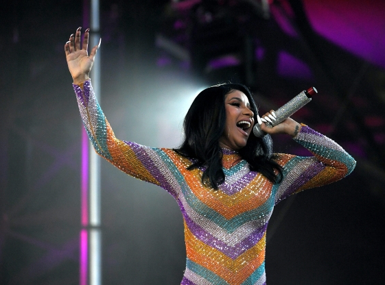 Cardi B performs in bathrobe after her outfit rips at Bonnaroo