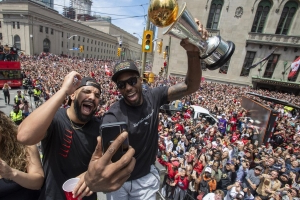 Raptors fans take their best shot at selling Kawhi on repeat performance