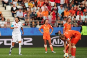 Dutch overcome Sinclair's 182nd goal, beat Canada, win group