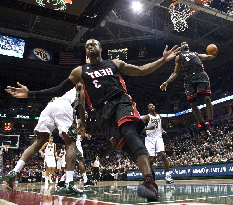 Sport: Bronny James, Zaire Wade recreate their fathers