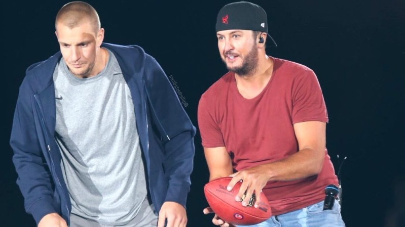 Gronk returns to Gillette Stadium, hears cheers, catches pass