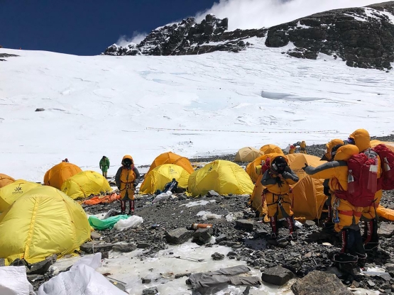 World: Abandoned tents, human waste piling up on Mount ...
