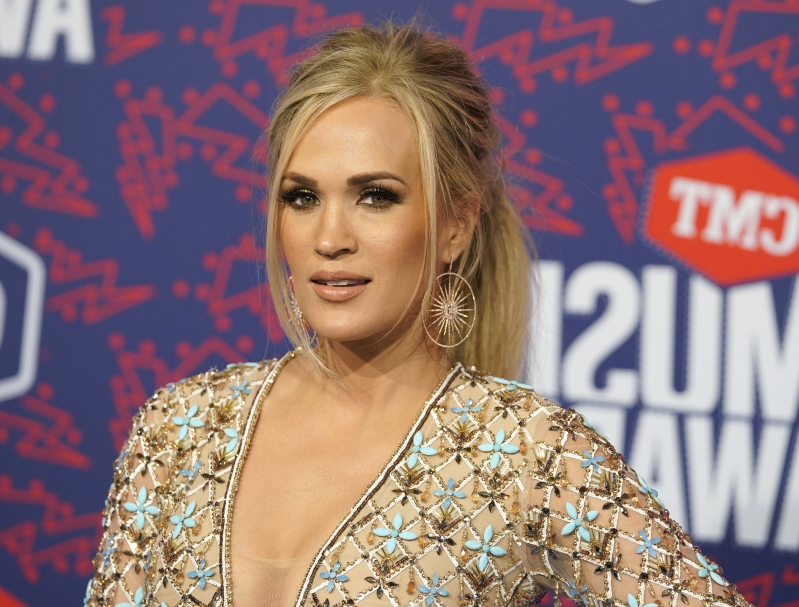 2f459d5ae98 Health & Fit: Carrie Underwood's Fittest Moments Will Inspire You to ...