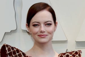 Emma Stone breaks her shoulder in fall at Spice Girls gig - report