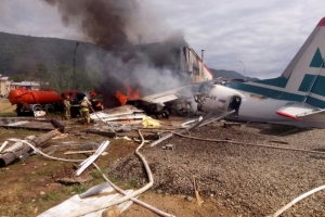 Two killed, 7 injured as Russian plane makes emergency landing