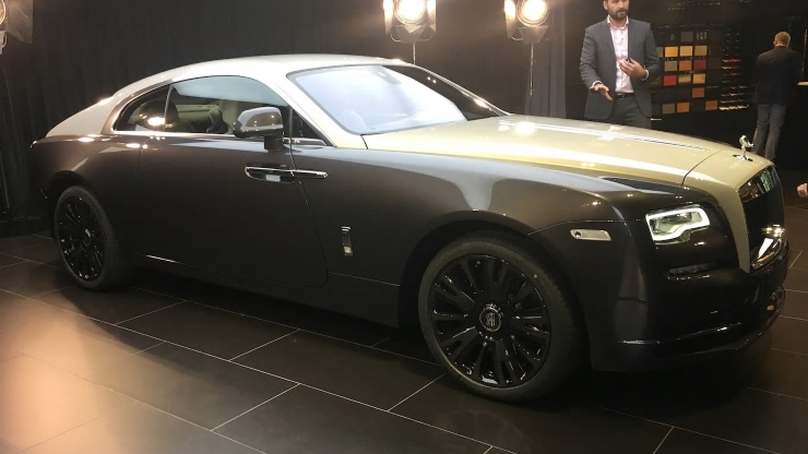 Rolls-Royce's Dramatic New-Car Presentation Is Fantastic (W/Video)