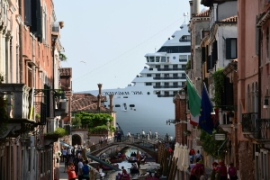 Cruise ship in Venice near-miss weeks after dock incident