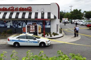 1 dead, 2 hurt after attempted robbery at restaurant