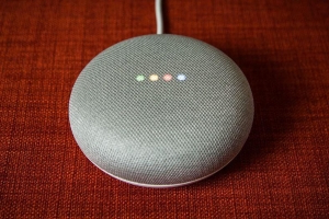 Google uses humans to review Google Assistant queries