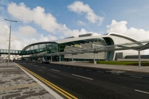 Revenue officers find ridiculous amount of cash in bag in Dublin Airport