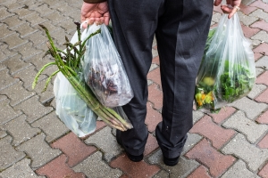 Victoria's plastic bag ban quashed by B.C. court