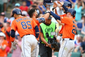 Altuve's grand slam helps Astros salvage series split with Rangers