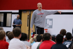 Watch: Louisville basketball freshmen pull off crazy trick shot in coach Chris Mack's pool